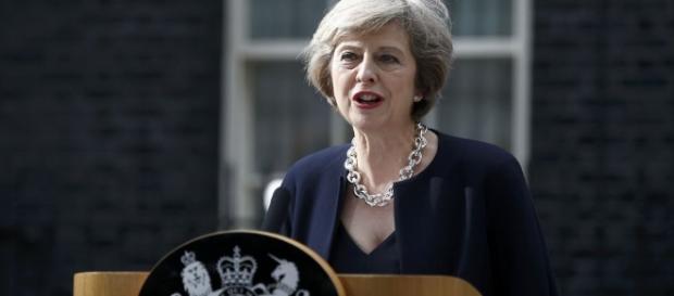 Theresa May, Primer Ministra británica, cumple el mandato del voto ciudadano #Brexit