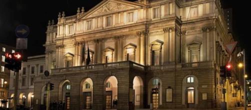 Il Teatro alla Scala in notturna