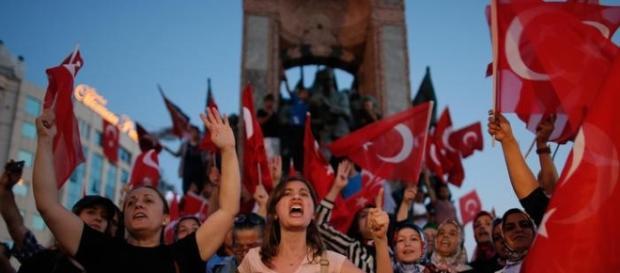 Erdogan punisce gli insegnanti. Una manifestazione in Turchia