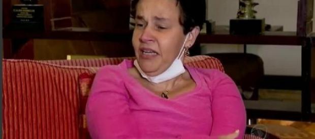 Cláudia Rodrigues chora ao falar de crime