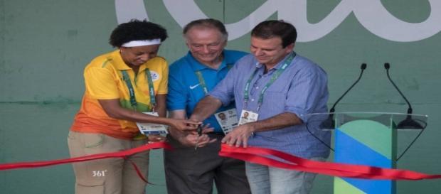 Janeth Arcain (prefeita da Vila), Nuzman (COB) e Paes prontos para as Olimpíadas