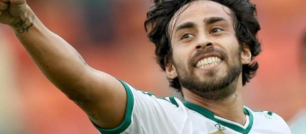 Nos Emirados, Valdívia ainda é ponto de questionamento no Palmeiras