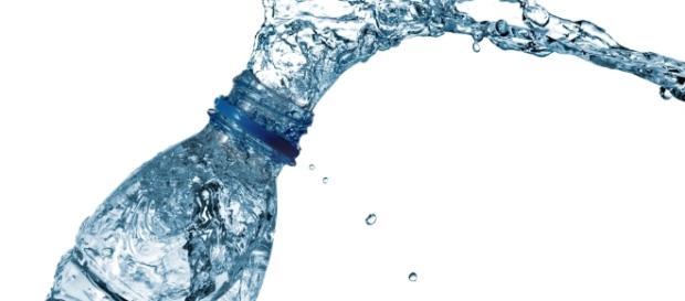 Si el agua no vence, ¿por qué las botellas tienen fecha de ... - soy502.com