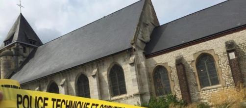 La chiesa profanata dalla barbarie, tetro del crudele attacco terrorista