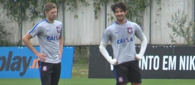 Por enquanto, meia-atacante vai ficar no Corinthians