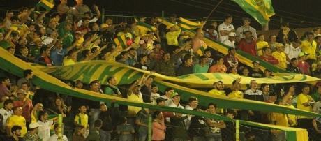 Alguns torcedores Ypiranga-RS prejudicam descanso de jogadores do Flu na madrugada (Foto: Diário da Manhã)