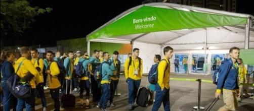 A chegada dos australianos à Vila Olímpica