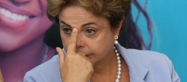 Dilma é alvo de denúncia por irregularidades em sua campanha de 2010