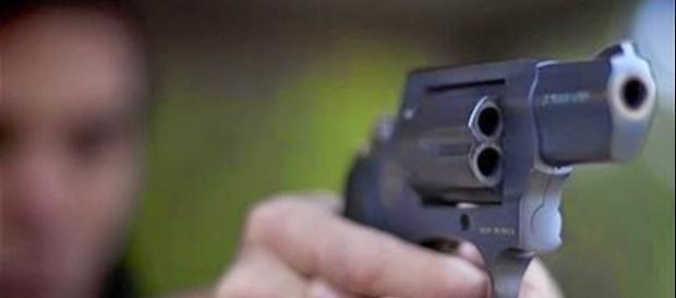 Disparo atinge o abdome de criança de 10 anos