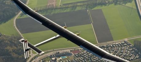 1er Avión propulsado por Energía Solar   Ixtitute - ixtitute.com