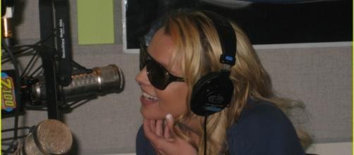 BritneySpears rilascia due nuove interviste, per le emittenti radiofoniche ''KIIIS1065'' e ''104.1''