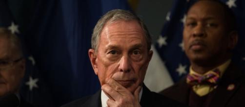 Michael Bloomberg sostiene Hillary Clinton nella corsa alla Casa Bianca, attaccando ferocemente il rivale Trump