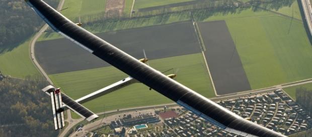 1er Avión propulsado por Energía Solar | Ixtitute - ixtitute.com