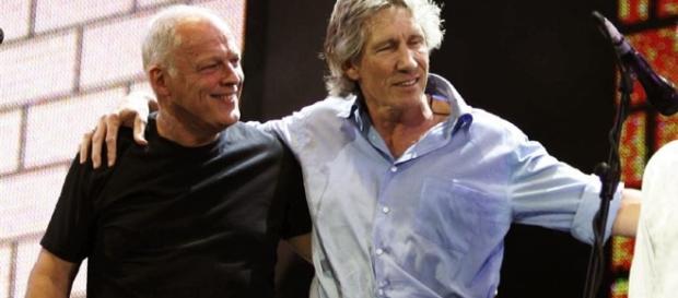 """Gilmour e Waters na última vez que o Pink Floyd se reuniu, dia 2 de julho de 2005, no Hyde Park, em Londres, durante o """"Live 8"""""""