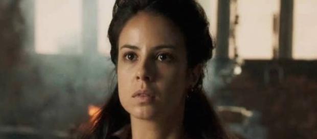 Rubião deixa Joaquina desesperada ao mantê-la prisioneira
