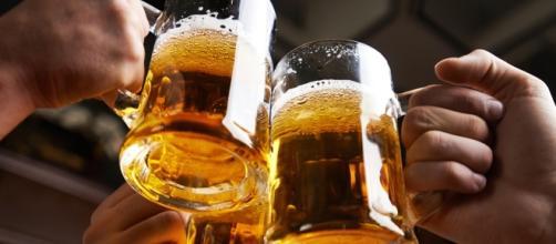 Cervezas brindis amigos-1.jpg - com.ar