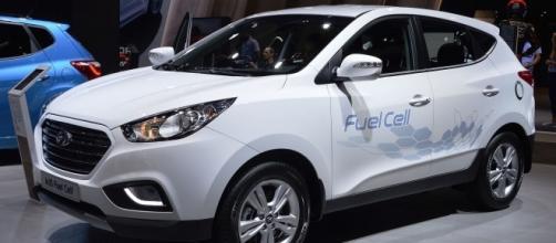 Hyundai ix35 hydrogen fuel cell car. Spielvogel, https://en.wikipedia.org/wiki/File:Hyundai_ix35_fuel_cell._Spielvogel.JPG