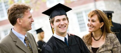 Prêt étudiant : caution des parents obligatoire ? - billet de banque - panorabanques.com