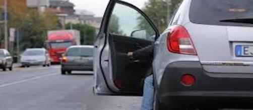 Responsabilità nel caso si apra la portiera dell'auto di scatto