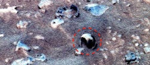 Ufo: immerso nel cratere Gusev su Marte sembra esserci un guscio rotto