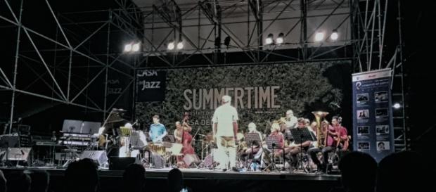 Riccardo Fassi dirige la Tankio Band