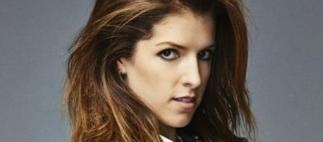 Anna Kendrick talks on being snarky. (Yahoo Images