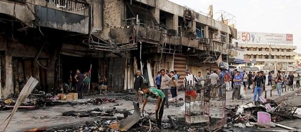 Atentado com carro-bomba mata 75 no Iraque