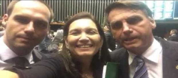 Beatriz Kicis apoia Jair Bolsonaro e seus filhos (Foto: Reprodução/Youtube)