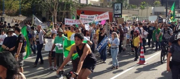 Manifestantes vão para a Paulista e pedem Bolsonaro presidente
