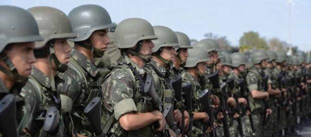 Michel Temer anuncia medidas de impacto para a área militar, vistas de modo positivo pela cúpula das Forças Armadas