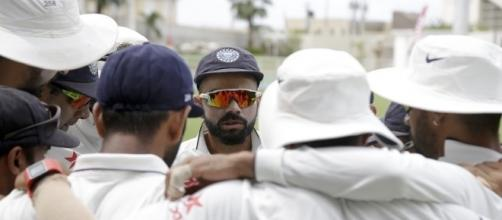 Virat Kohli in a huddle with other players (PanAsiabiz.com)