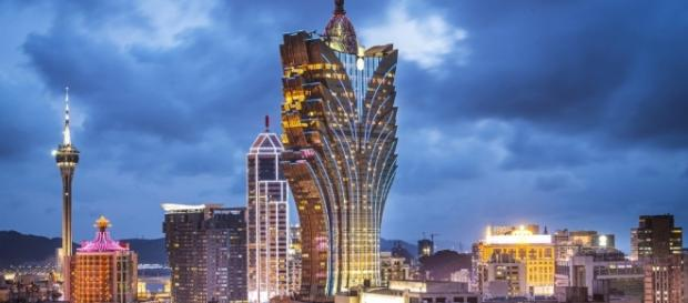 Macau extinguiu todas as autarquias locais e procedeu à institucionalização das suas competências.