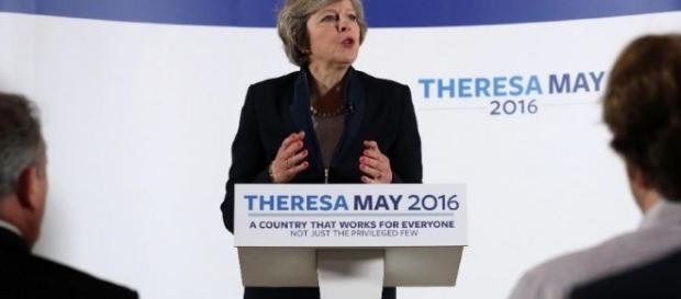 Theresa May menține suspansul în UK