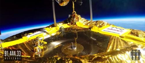 Il primo vinile riprodotto nello spazio con la navicella Icarus. Un progetto spettacolare ideato da Jack White.