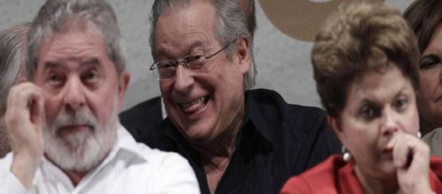 Políticos acusados de corrupção não conseguem visto