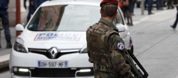 Tres soldados franceses atacados con arma blanca cuando ... - lainformacion.com