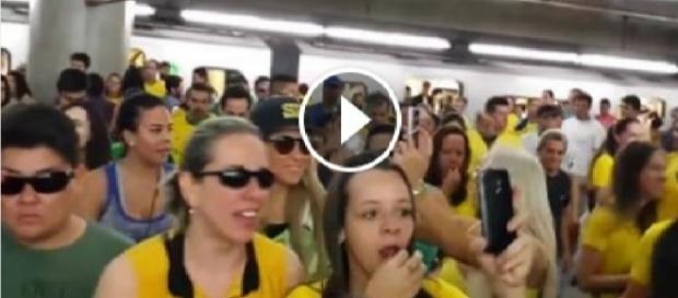Veja o vídeo que mostra uma multidão no metro