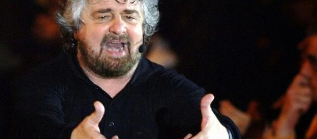 Beppe Grillo durante uno dei suoi comizi.