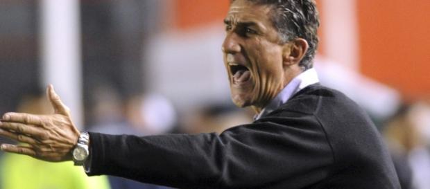 Cevallos ofreció un contrato de cuatro años a Edgardo Bauza en ... - legionamarilla.com