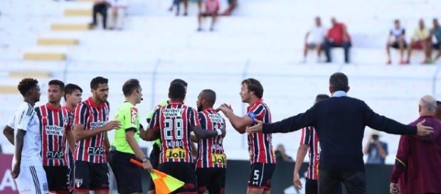 Confusão na partida entre São Paulo e Ponte Preta