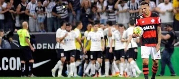 Corinthians goleia Flamengo por 4 a 0