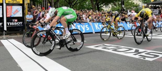 El británico Mark Cavendish ganó la tercera etapa del Tour de France e igualó marca histórica