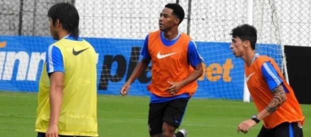 Elias está voltando ao Corinthians após sofrer uma fratura nas costelas