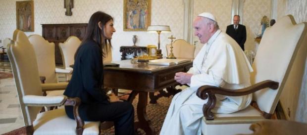FOTO Virginia Raggi in udienza da Papa Francesco in Vaticano ... - lapresse.it
