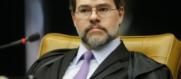 Ministro Dias Toffoli põe em cheque a parcialidade do STF