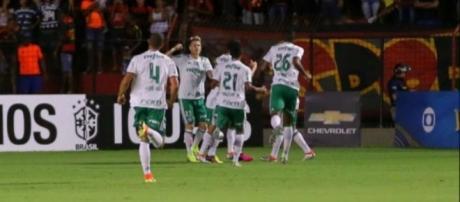 Palmeiras vence Sport em Recife e mantém liderança