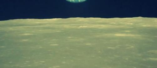 The Earth riises over the lunar surface (NASA)