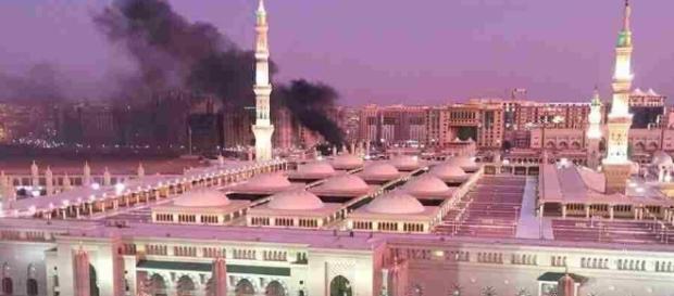 Atentado suicida cerca de la Mezquita del Profeta de la ciudad ... - titles.ws