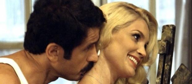 Sandra é flagrada na cama com Ernesto (Divulgação/Globo)