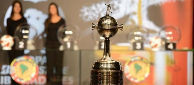 Taça da Copa Libertadores (Foto: Planeta Bola)